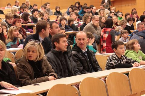 Zbiranje udeležencev v predavalnici
