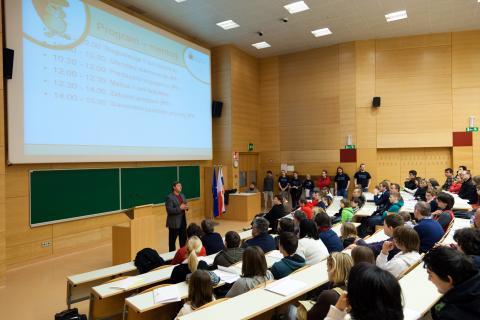 Uvodni pozdrav in predstavitev programa tekmovanja - predsednik komisije za tekmovanje dr. Andrej Brodnik