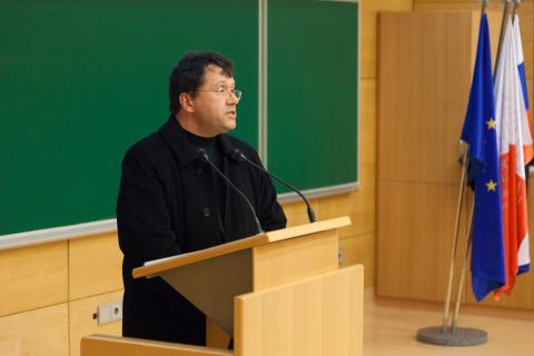 Uvodni pozdrav in predstavitev programa tekmovanja -  vodja tekmovanja prof. dr. Jože Rugelj