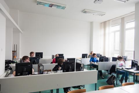 V računalniški učilnici pred tekmovanjem
