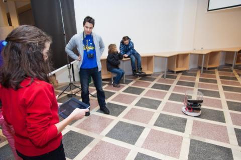 Spremljevalni program - Roomba